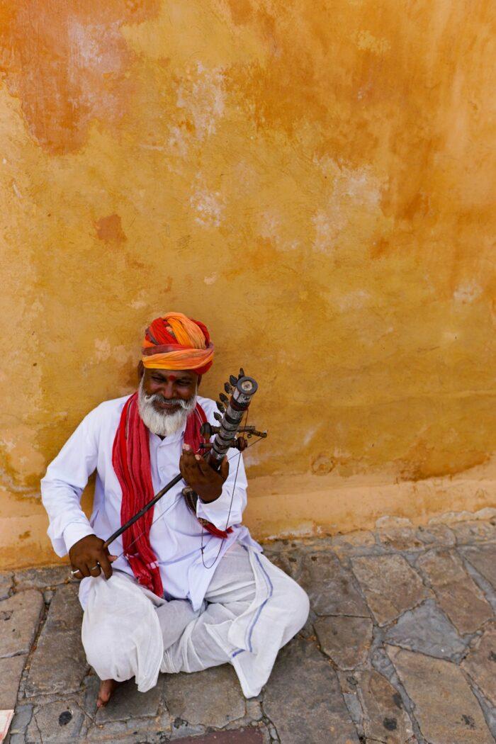 Street Performer at Red Fort Road Agra by Luqman Hariz via Unsplash