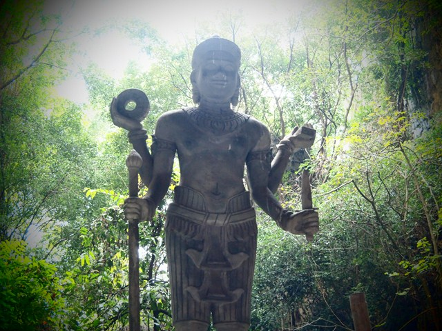 A statue found in one of the caves in the Phnom Sampeau mountain by Paul Arps via Wikipedia CC