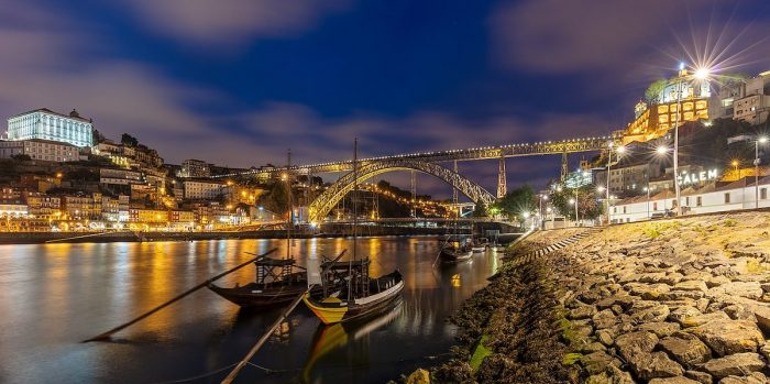 Dom Luis I bridge at night by Diego Delso via Wikipedia CC