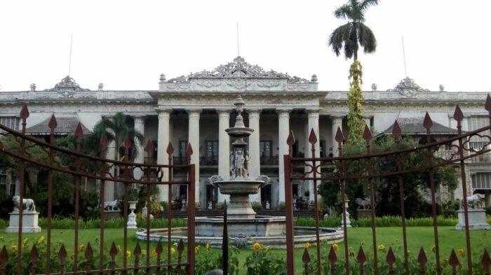 Marble Palace es una mansión palaciega del siglo XIX en el norte de Kolkata por Souvik pal a través de Wikipedia CC
