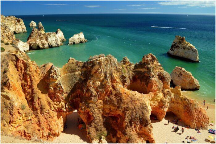 Praia dos Tres Irmaos by Freebird via Flickr CC