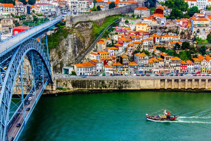 River Cruise to Aveiro from Porto photos via Depositphotos