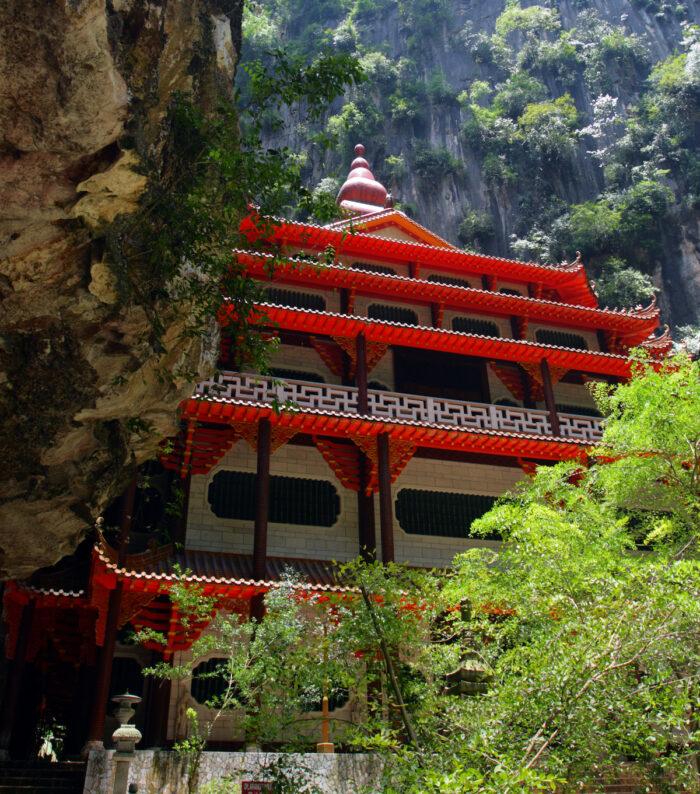 Sam Poh Tong Cave Temple, Malaysia via Depositphotos
