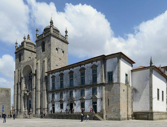 The Se Cathedral of Porto, Portugal by Alvesgaspar via Wikipedia CC