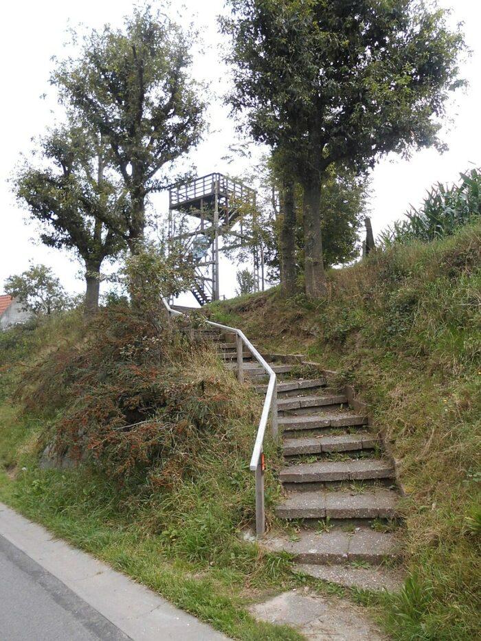 Uitkijktoren Kruishoutem by Spotter2 via Wikipedia CC