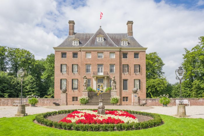 Castle Amerongen photo via Depositphotos