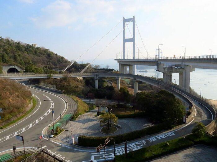 Cycle access ramp to the Kurushima-kaikyo Ohashi Bridge by redlegsfan21 via Wikipedia CC