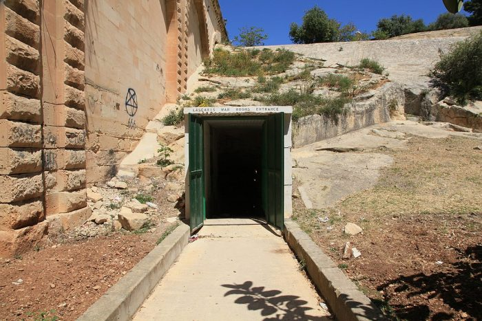 Entrance to the war rooms in St. James Ditch by Frank Vincentz via Wikipedia CC