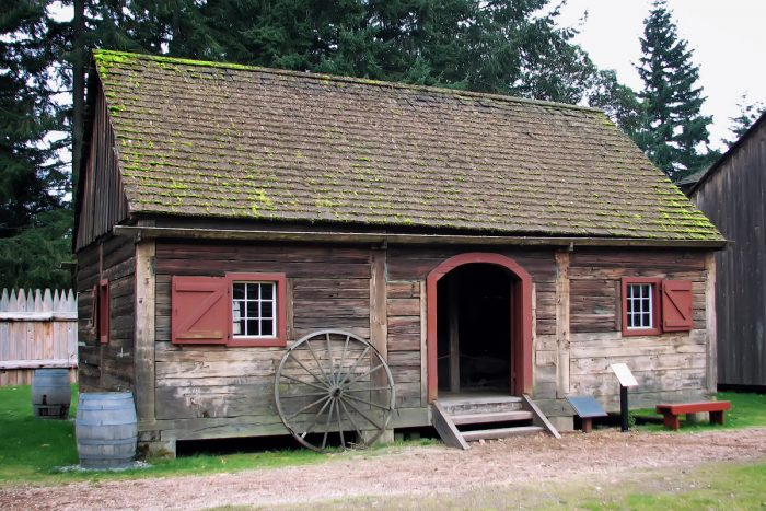 The Granary in the Fort Nisqually by Steven Pavlov via Wikipedia CC