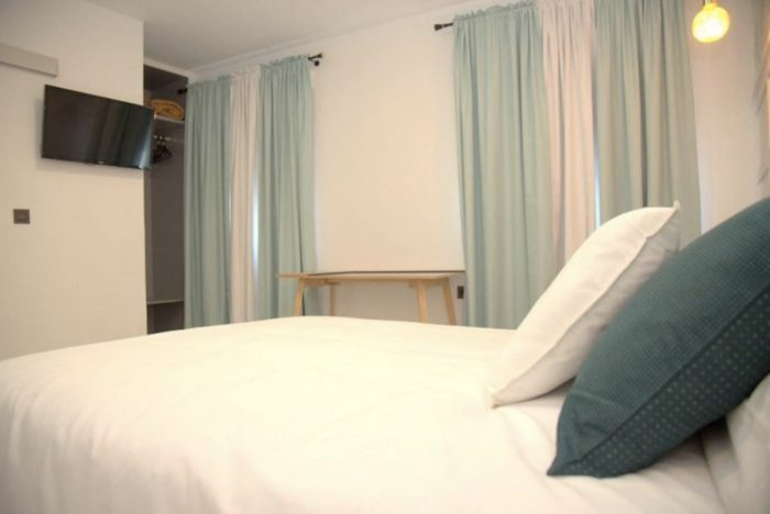 Granada private room in good location