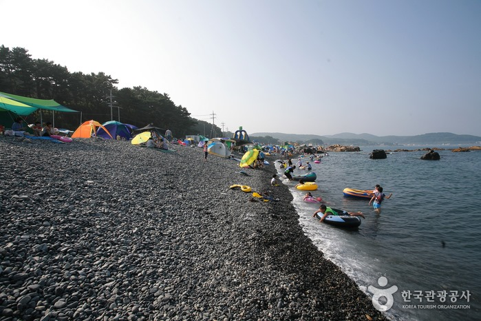 Jujeon Mongdol Beach photo via Korea Tourism