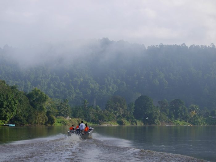 Kinabatangan River Cruise by Daniel Pietzsch via Flickr CC