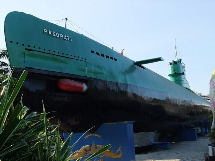 Submarine Monument Surabaya by Midori via Wikipedia CC
