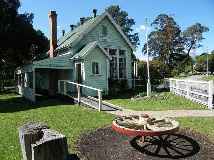 Sunny Creek School Old Gippstown by Gippslander2012 via Wikipedia CC