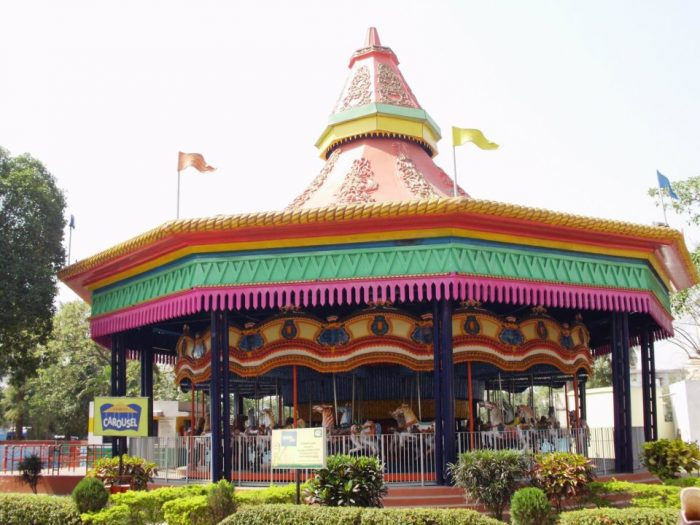 The carousel ride in Nicco park by Rakeshnandi1990 via Wikipedia CC