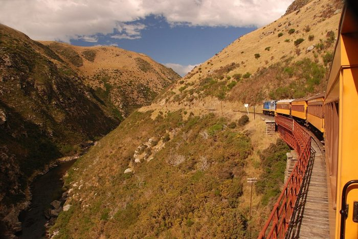 Train travelling through the Taieri Gorge by Mike Goren via Wikipedia CC