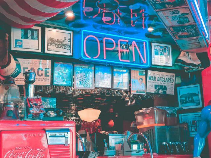 Vintage Cafe at Poblacion Makati by Dale de Vera via Unsplash