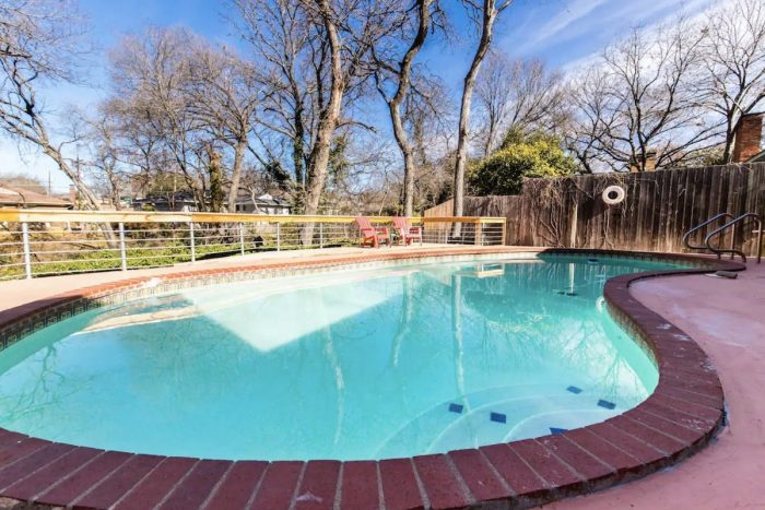 Airbnb Dallas Texas with Pool