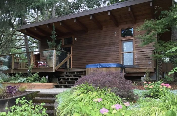 Airbnb Vacation Cottage Rental in Eugene