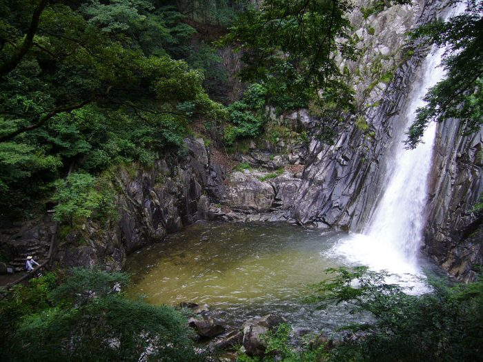Nunobiki Falls by Laitr Keiows via Wikipedia CC