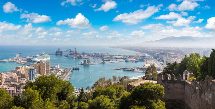 Panoramablick auf Malaga Foto über Depositphotos