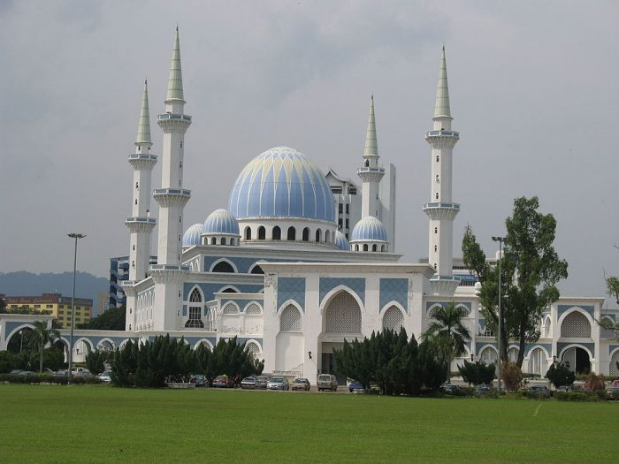 Sultan Ahmad Shah State Mosque by Ibnu Ariff via Wikipedia CC