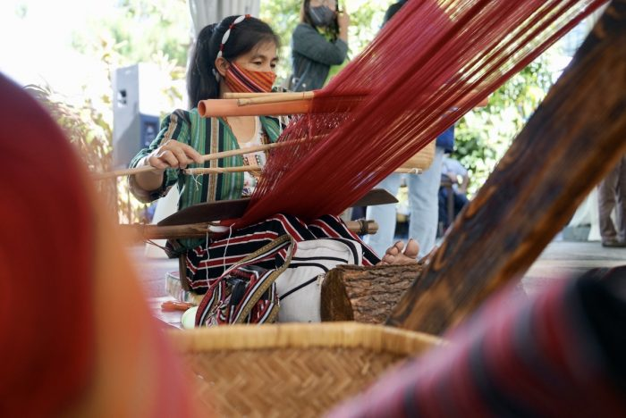 Textile-weaver at Art in the Park Baguio City