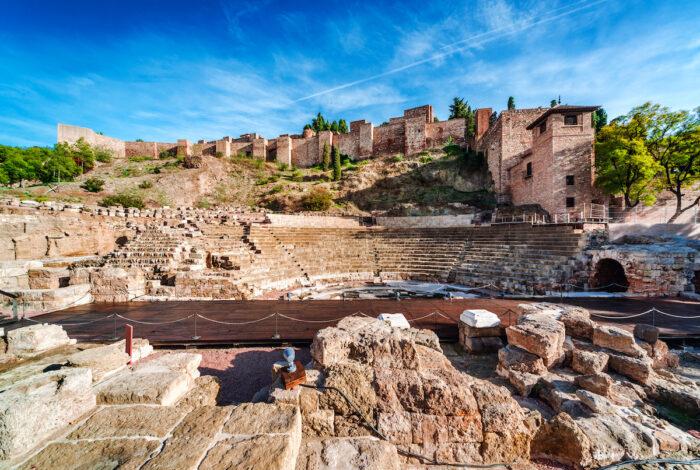 Das römische Theater in Malaga Foto über Depositphotos