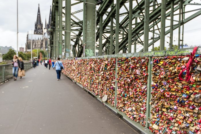 Thousands of love locks that bind loved ones to the photo of the Hohenzollern Bridge via Depositphotos