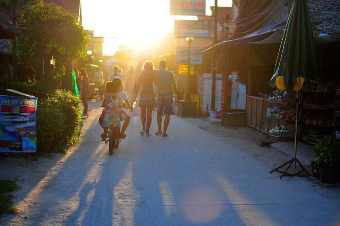 Walking Street in Koh Lipe by M4CR via Flickr CC