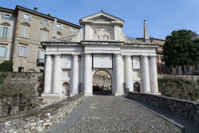 Puerta de la ciudad de Bérgamo