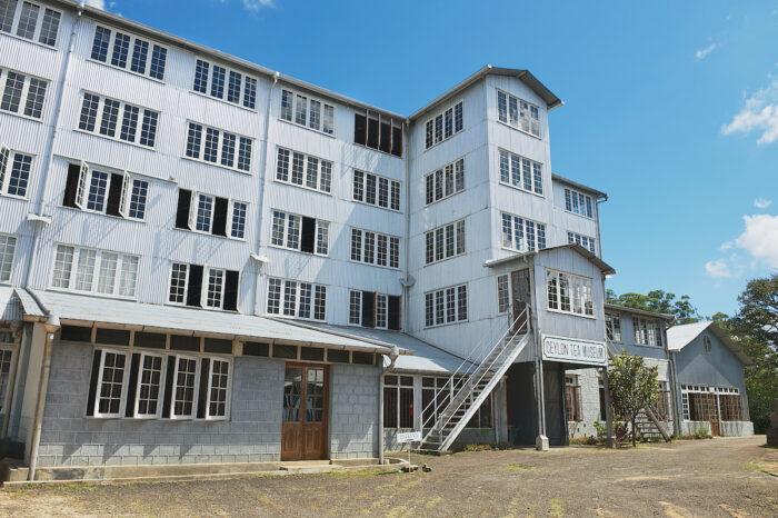 Exterior del edificio del museo del té de Ceilán en Kandy, Sri Lanka.  foto a través de Depositphotos