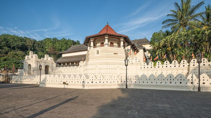 Front view of The Temple of the Tooth, Kandy, Sri Lanka by A.Savin via Wikipedia CC