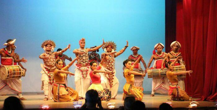 Espectáculo de danza cultural Kandy Lake Club