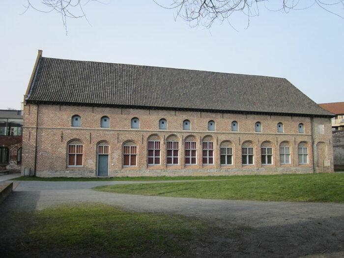 Kortrijk 1302 - Groeninge Museum Kortrijk by Zeisterre via Wikipedia CC
