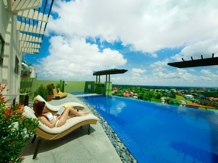 One Tagaytay Place Hotel Suites Infinity Pool