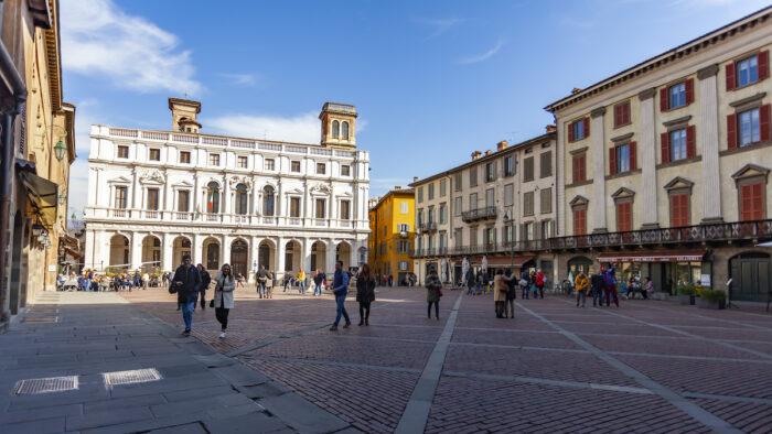 Foto de Piazza Vecchia en el casco antiguo de Bérgamo a través de Depositphotos