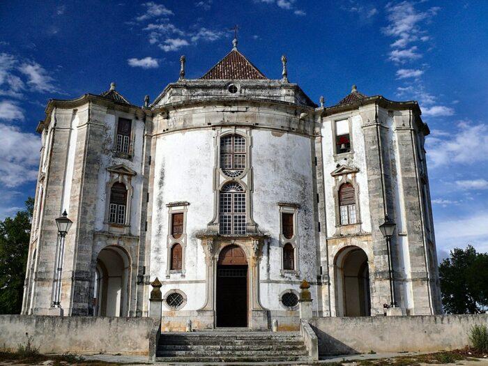 Santuario do Senhor Jesus da Pedra at Obidos by dynamosquito via Wikipedia CC