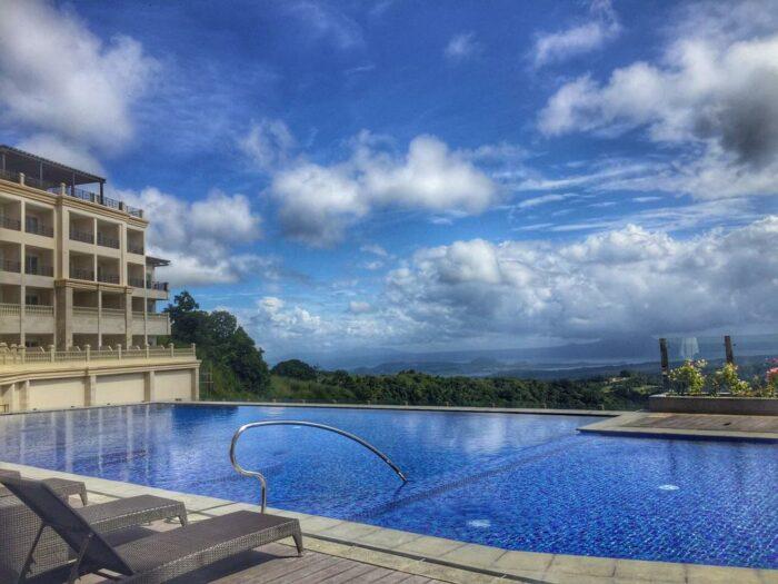 Twin Lakes Hotel Tagaytay