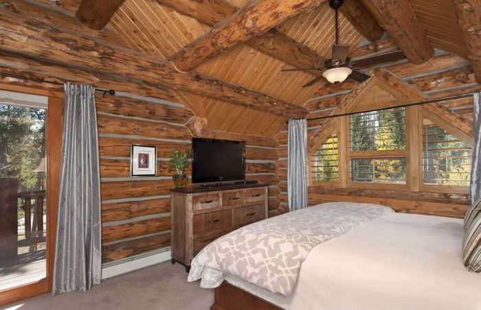 4 bedroom family house Airbnb rental in Breckenridge Colorado