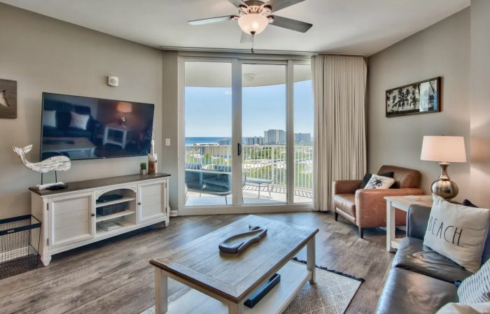 Airbnb in Destin with Ocean View and Balcony