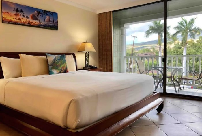 Beachfront and Mountain View Airbnb in Lahaina
