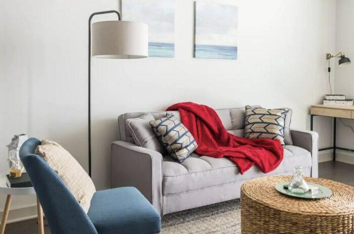 Charlotte Airbnb con balcón
