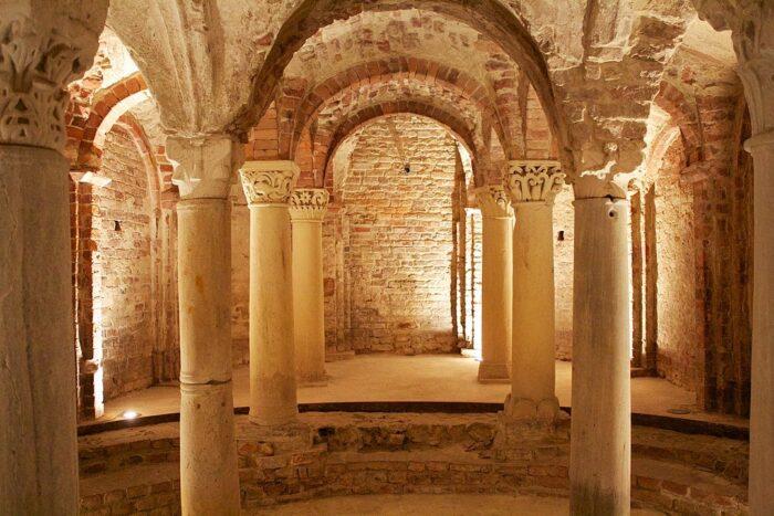 Cripta e museo di Sant'Anastasio by Incola via Wikipedia CC