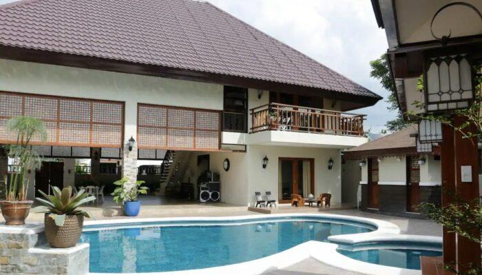 Donrio Balinese Villa with a stunning pool in Calamba Laguna