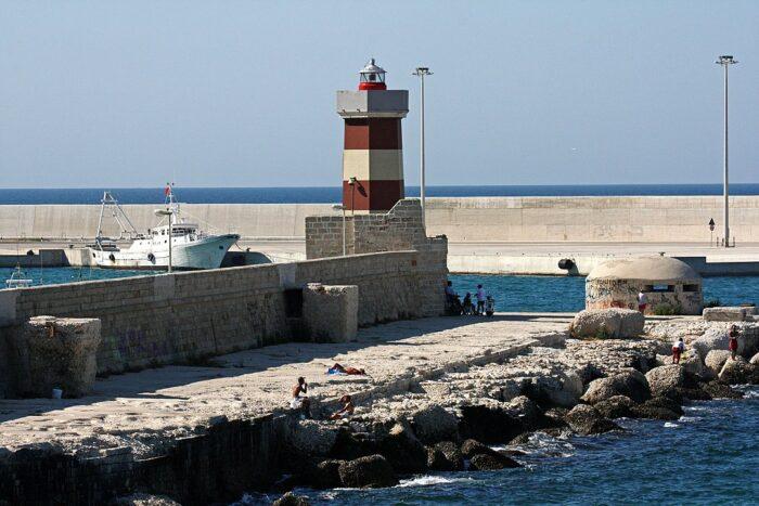 Faro Monopoli by Carlo Pelagalli via Wikipedia CC