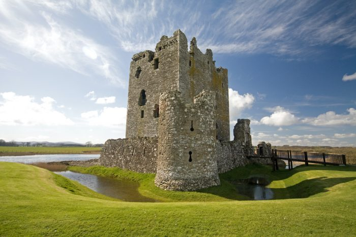 Foto del castillo de Threave, Kirkcudbright, Dumfries y Galloway, Escocia a través de Depositphotos