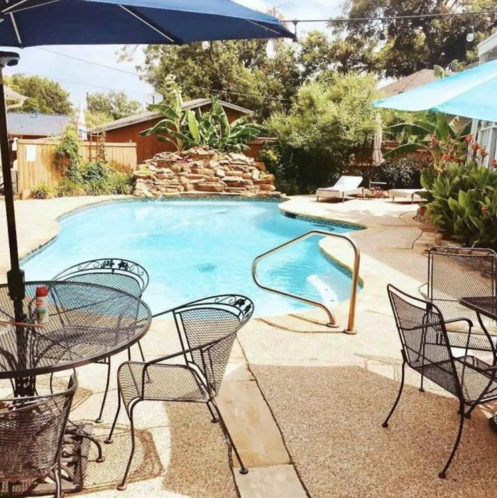 Home.fit Airbnb-in-fort-worth-with-pool-700x701 The Top 7 Best Airbnbs in Fort Worth, Texas