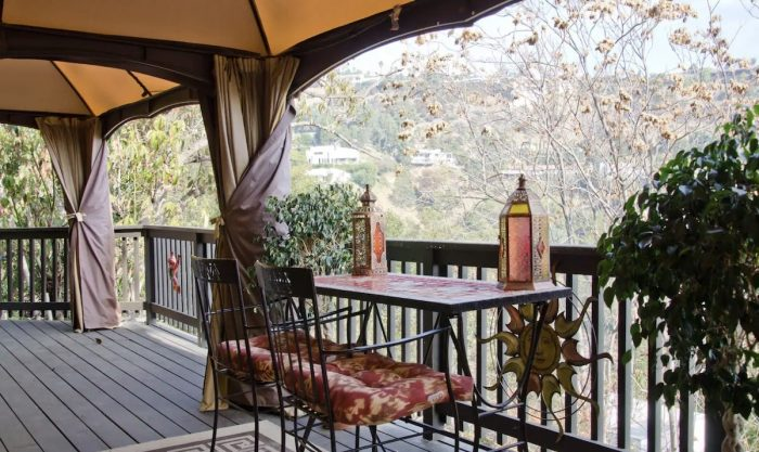Home.fit Airbnb-with-Breathtaking-Views-in-Hollywood-Hills-700x417 The Top 7 Best Luxury Airbnb Rentals in Los Angeles, California