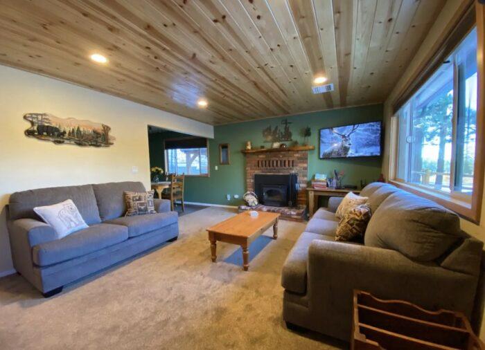 Big Bear Lake Dog Friendly Airbnb with hot tub